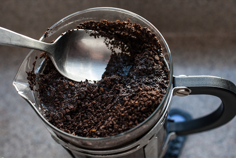 french press stirring grounds